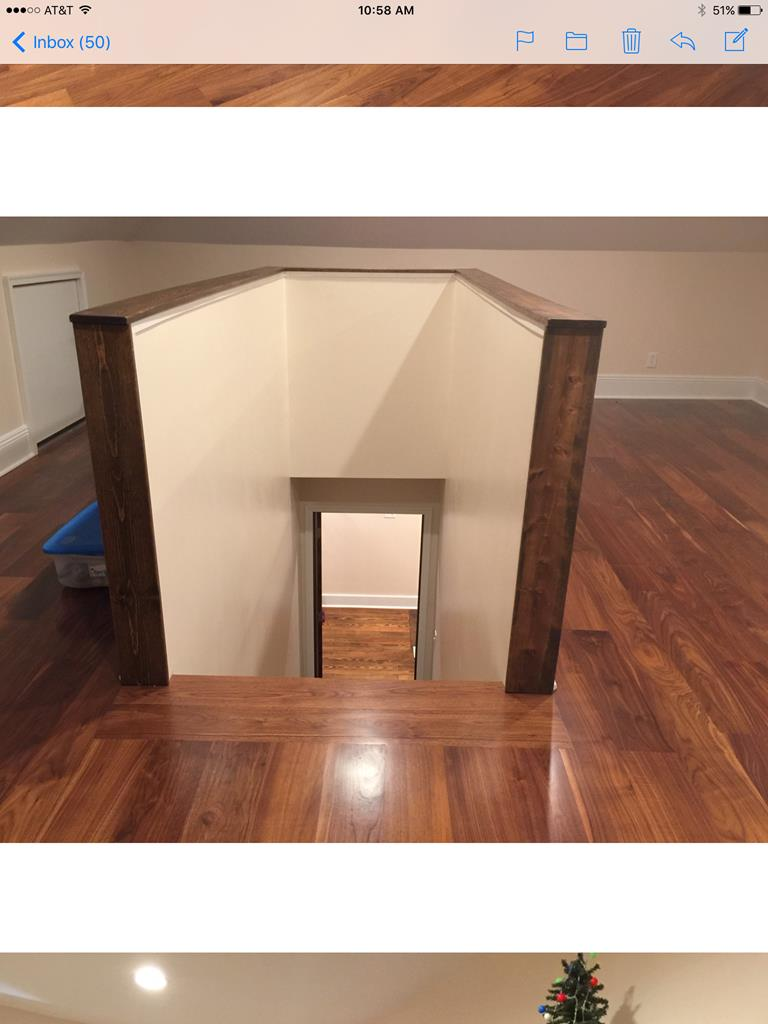 Finished attic w/hardwood floors